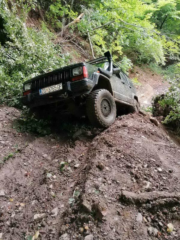 Prodaje se: Jeep Cherokee 4.0